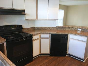 Kitchen with Breakfast Bar - Simmons Cay - Bluffton, SC