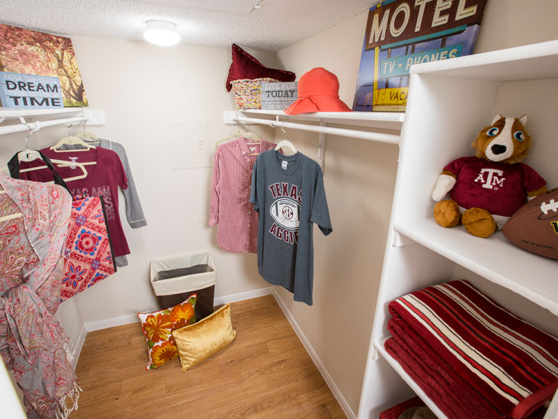 College Apartment Closet Adorable Bedroom